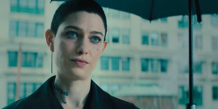 Esempio di persona non binaria da John Wick 3: Asia Kate Dillon, essendo una persona non binaria, ha chiesto che anche il suo personaggio, The Adjudicator, fosse non binario.