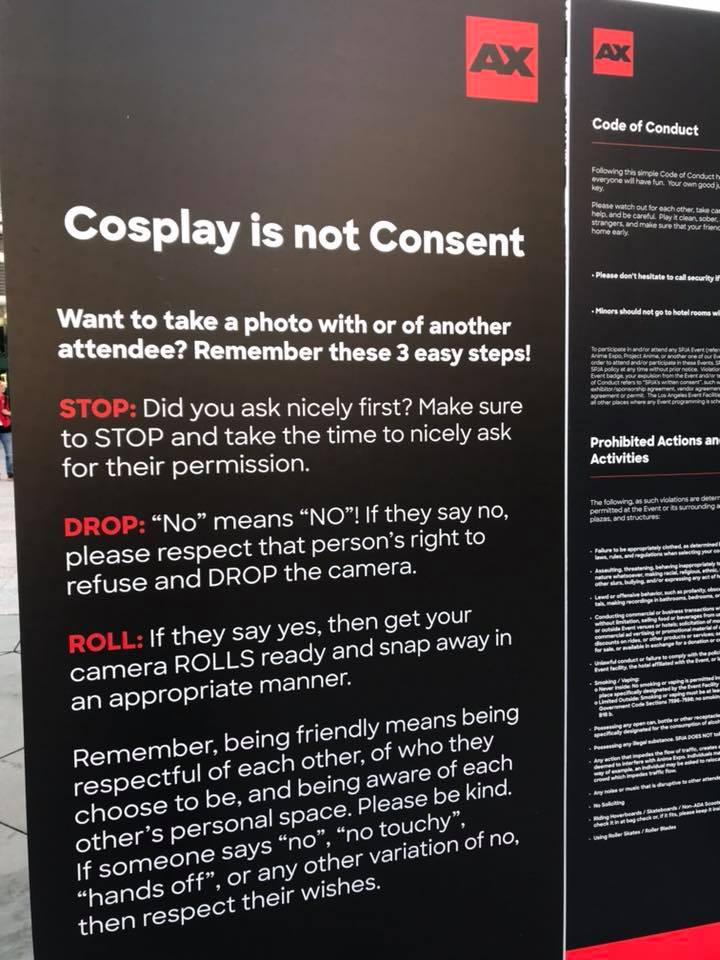 Cartelloni di Cosplay is not Consent all'Anime Expo, contro le molestie ai/lle cosplayer