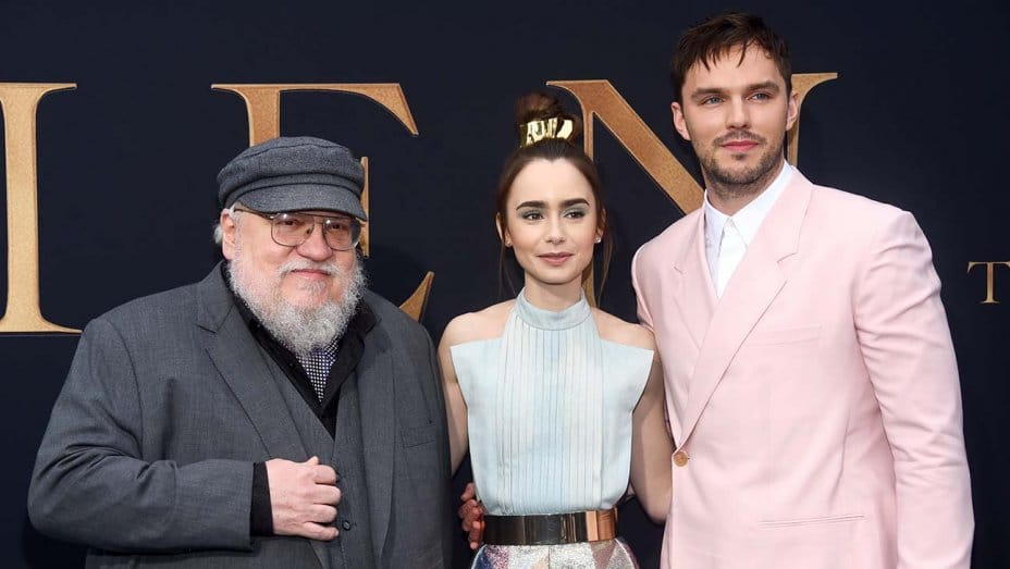 Martin con gli attori del biopic su Tolkien. Foto di Amanda Edwards