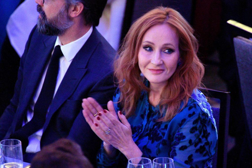 La copertina di J. K. Rowling e la transfobia: facciamo il punto della situazione