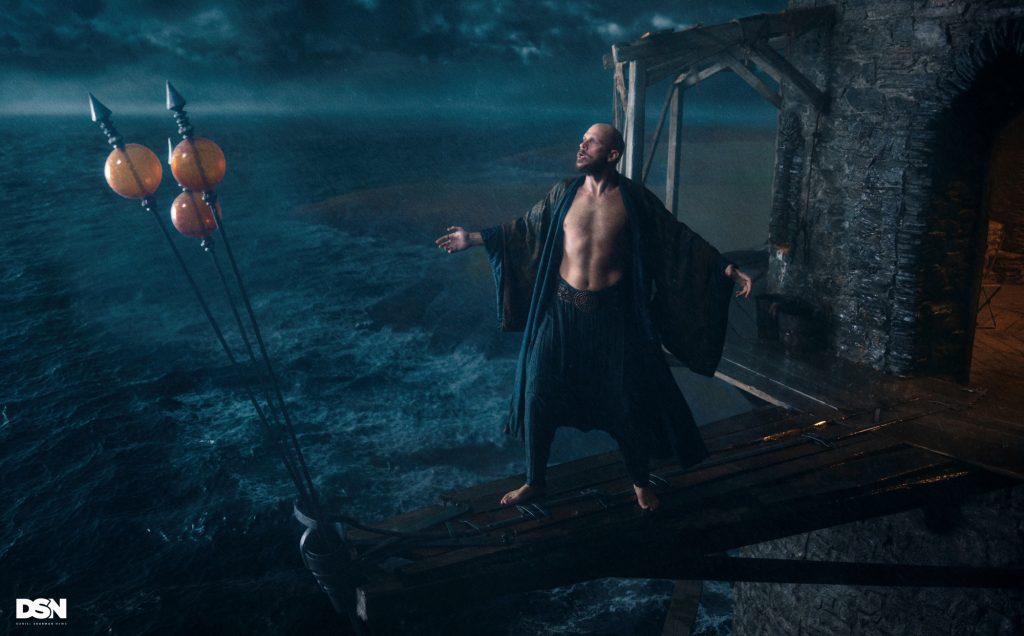 Sappiate che in Cursed avrete il privilegio di vedere il sedere di Merlino, nel primo episodio. Sì, Floki di Vikings è Merlino
