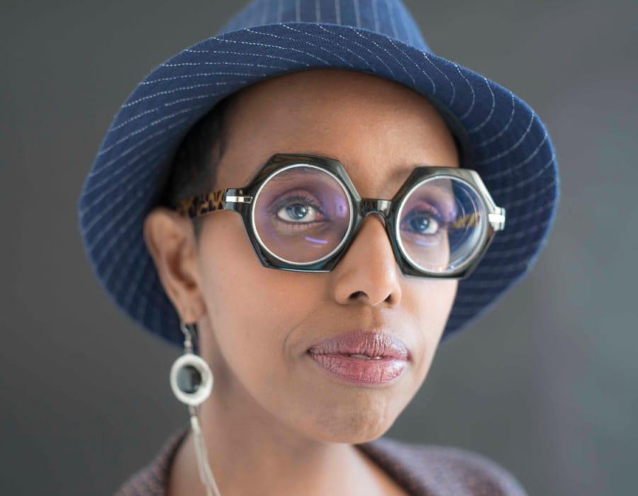 Igiaba Scego è una scrittrice afrodiscendente italiana che ha scritto diversi libri utili per capire meglio il razzismo
