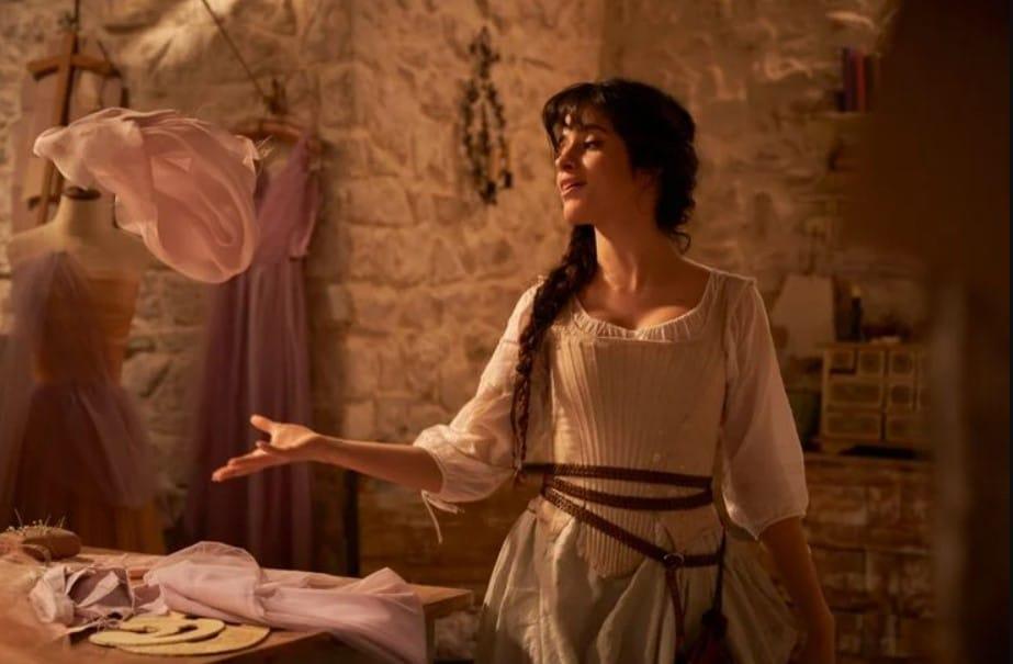 Camila Cabello nei panni di Cenerentola in Cinderella (2021)