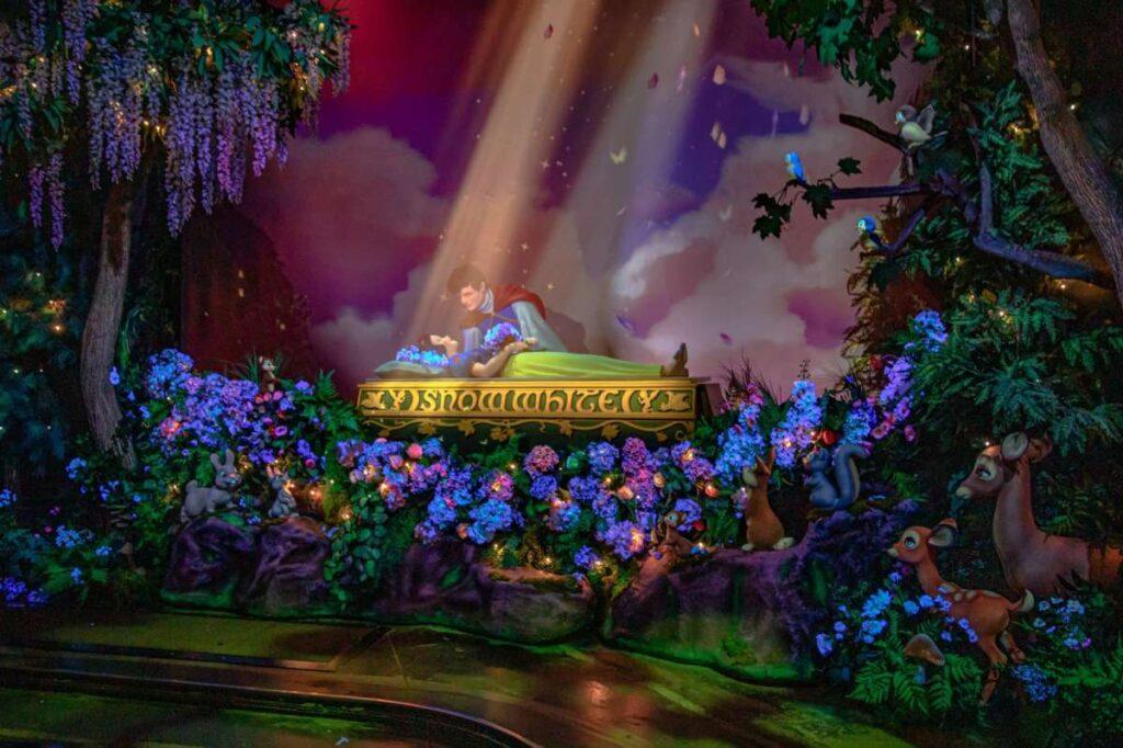 La scena del bacio in Snow White's Enchanted Wish, riportato da SFGate
