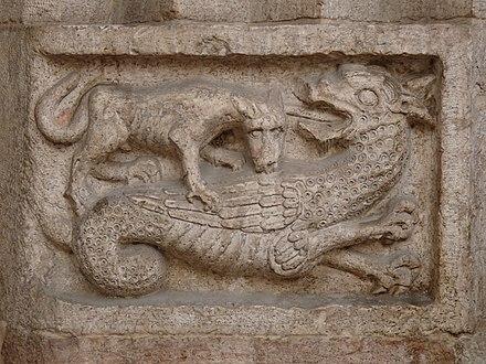 Rilievo di Viverna sulla cattedrale di San Vigilio, a Trento